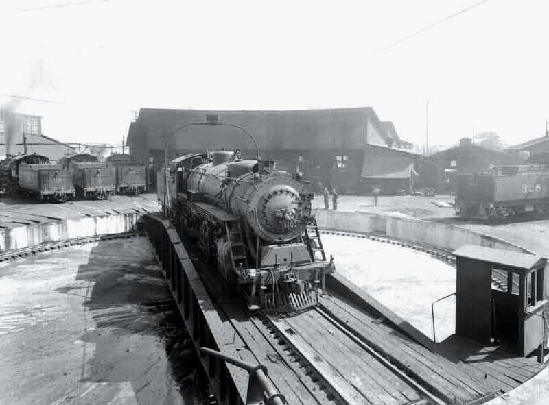 SP roundhouse 1930